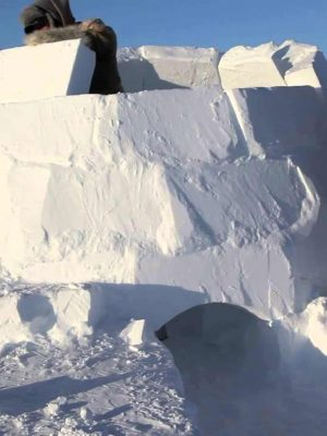 construyendo-iglu-nieve